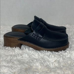 Vintage 90's J Crew leather wood navy clogs SZ. 6